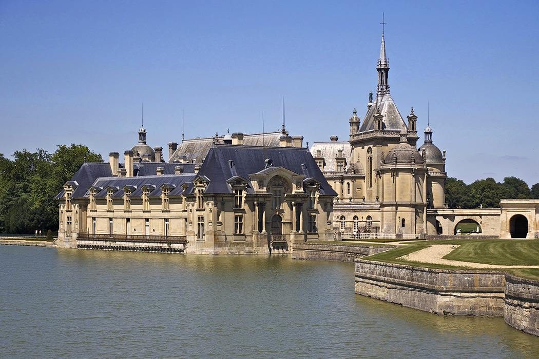 A View To Kill Location Chateau Chantilly France