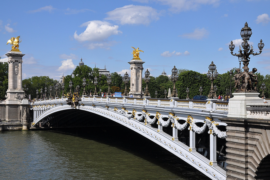 A View To Kill Location Pont Alexandre III Paris