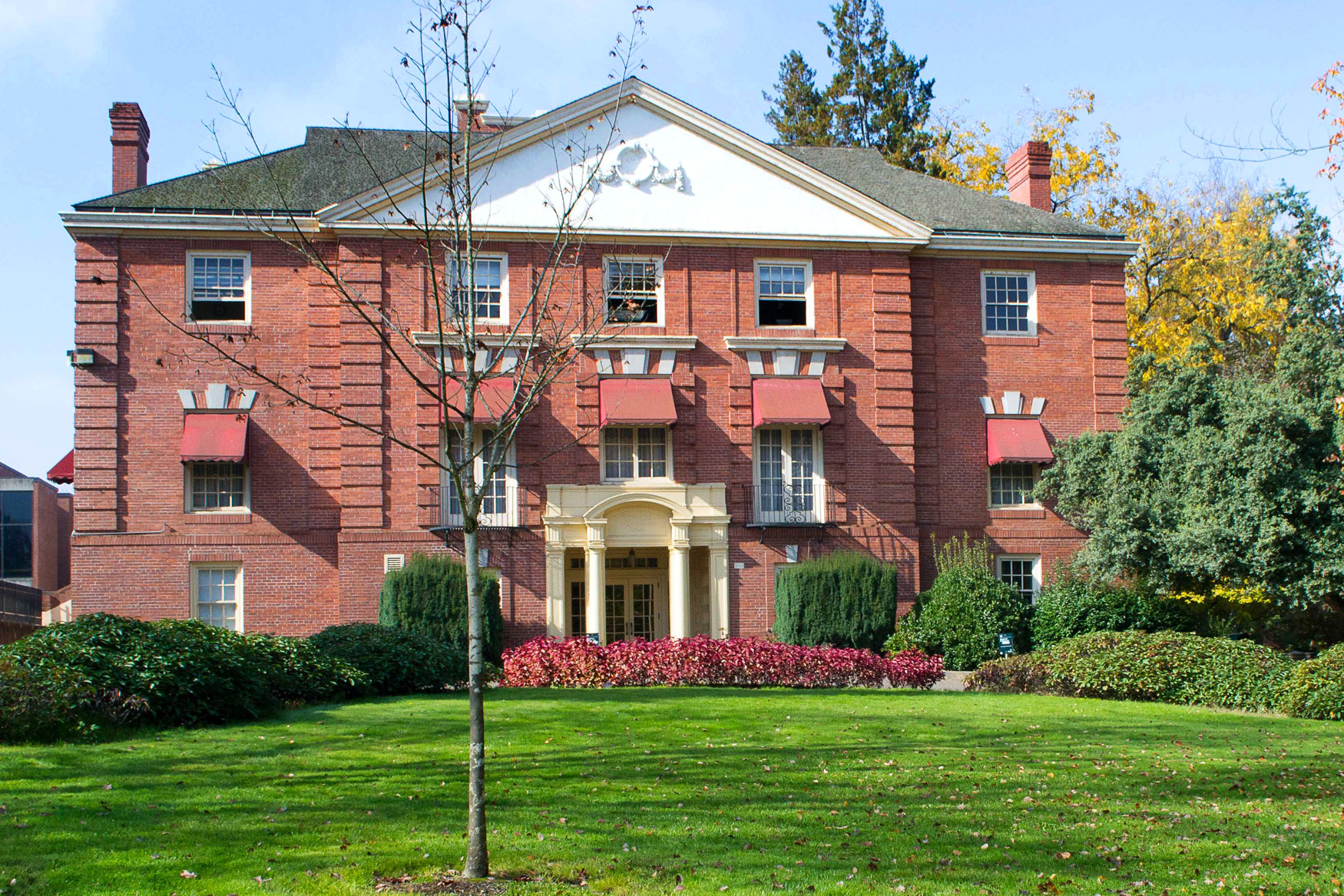 National Lampoon S Animal House Filming Location Gerlinger Hall Women Memorial Quadrangle University Of